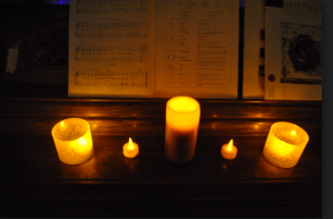 Pianist Candles Moonlight25